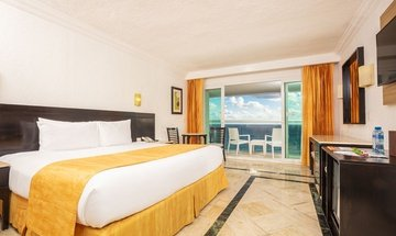 Deluxe room with ocean view Krystal Cancún Hotel -