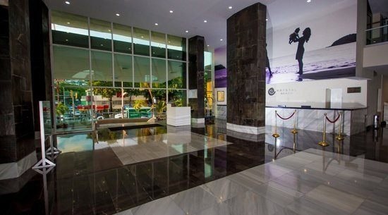 24-hour reception Krystal Beach Acapulco Hotel -