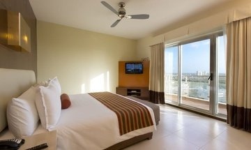 Standard king room Krystal Urban Cancún Hotel -