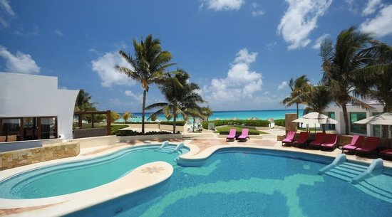 Swimming pool Altitude by Krystal Grand Punta Cancún All Inclusive -