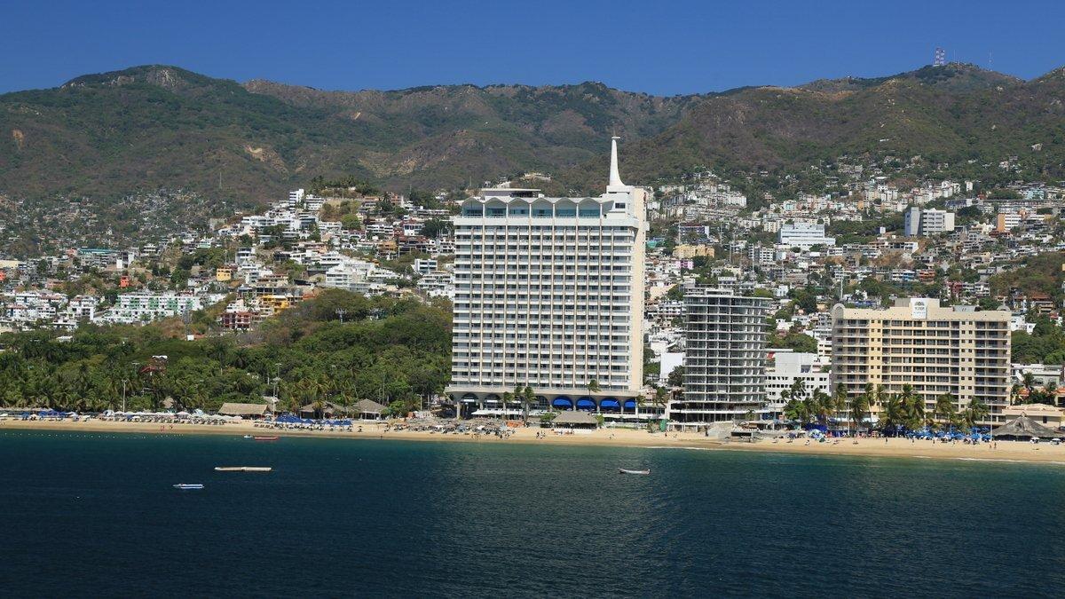 Facade Krystal Beach Acapulco Hotel